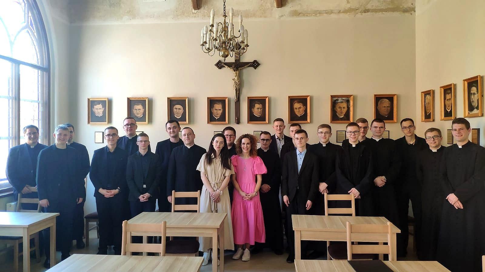 Wizyta Bractwa Małych Stópek w seminarium